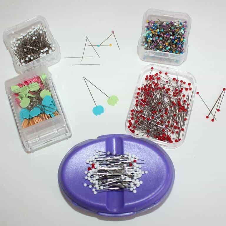Sewing pins of different colors and sizes