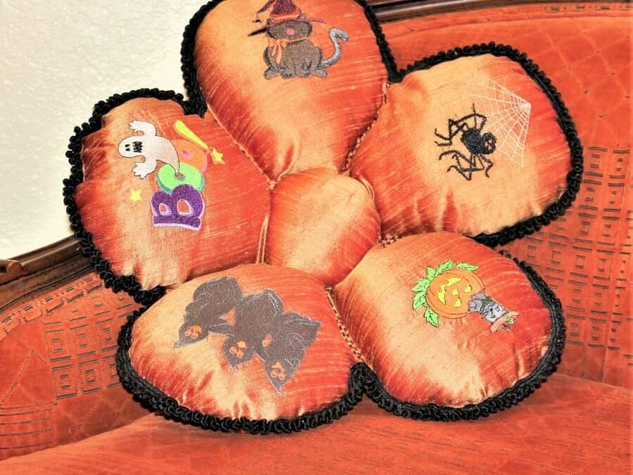DIY Halloween crafts : how to sew a pillow for Halloween