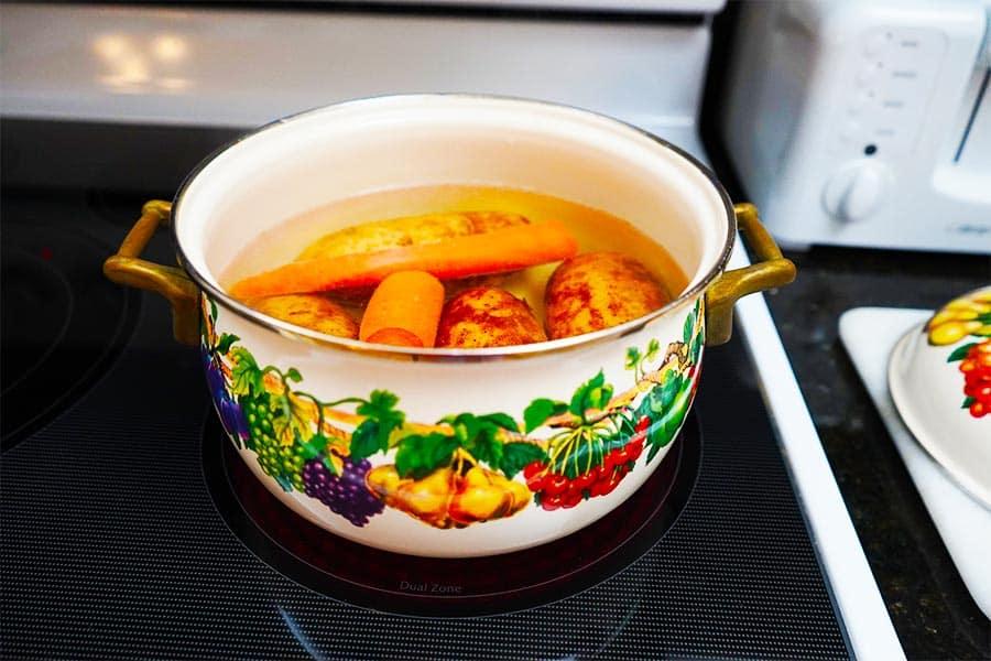 Boiling vegetables for the Russian Beet Salad {vinaigrette, Russian vinegret} recipe