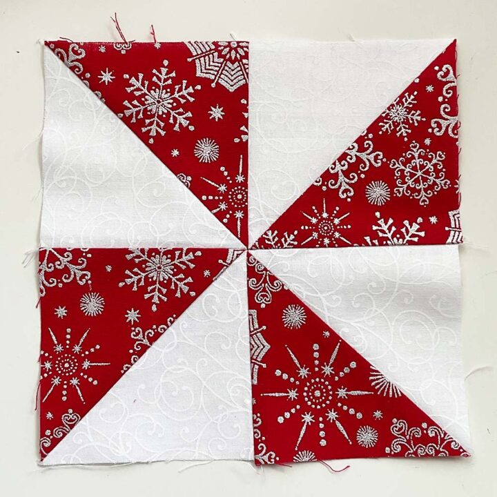 all HST align in the middlw of the pinwheel quilt block